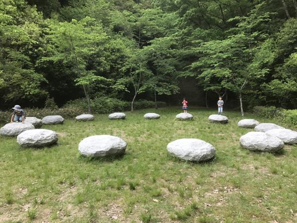岩のアート